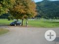 Parkplatz beim Sportplatz